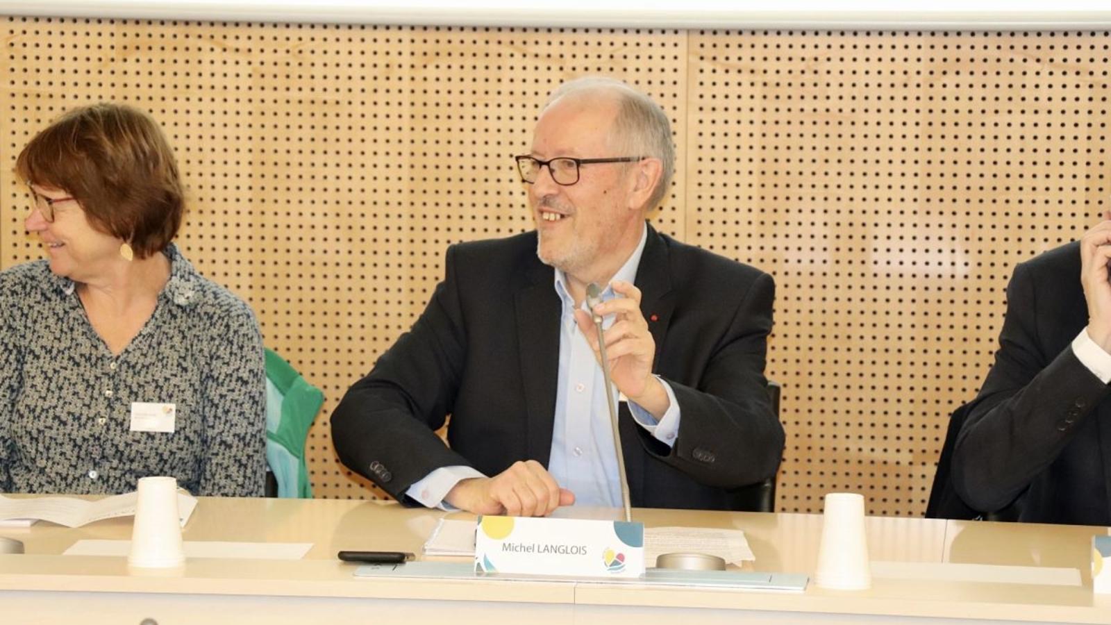 Michel langlois au micro